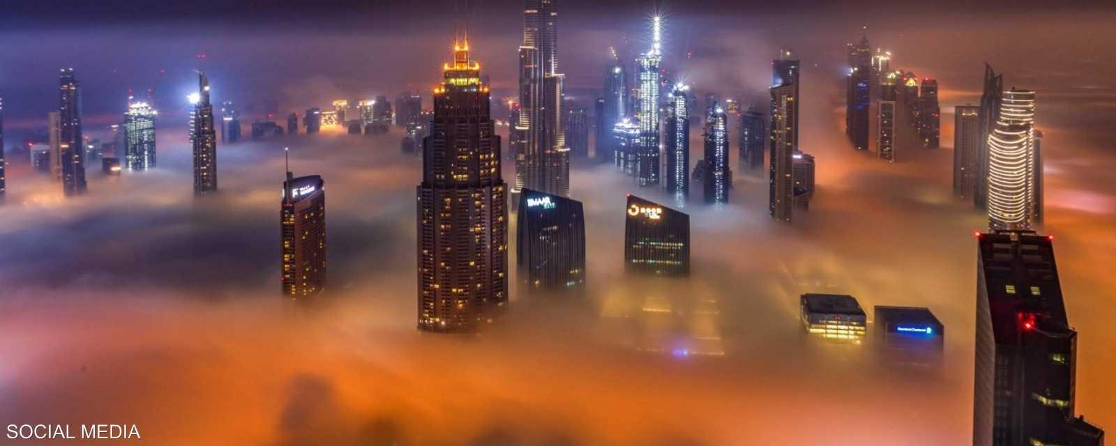 أجواء ضبابية تسود الإمارات