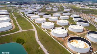 النفط يواصل الخسائر للجلسة الثانية على التوالي
