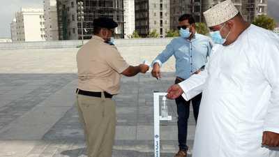 سلطنة عُمان تمنع دخول مواطني 10 دول لاحتواء كورونا