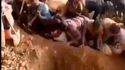 ما قصة جبل الذهب في الكونغو؟.. الآلاف يبحثون عن أي قطعة