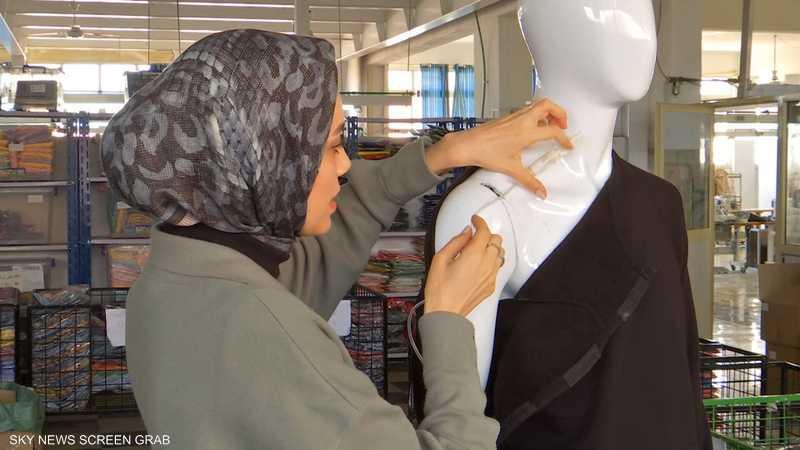 مصر.. مصممة تبتكر ملابس لمن خضعوا لعمليات جراحية