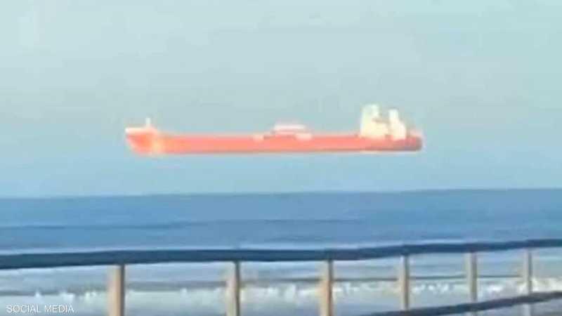 السفينة بدت كما لو أنها تحلق في الجو