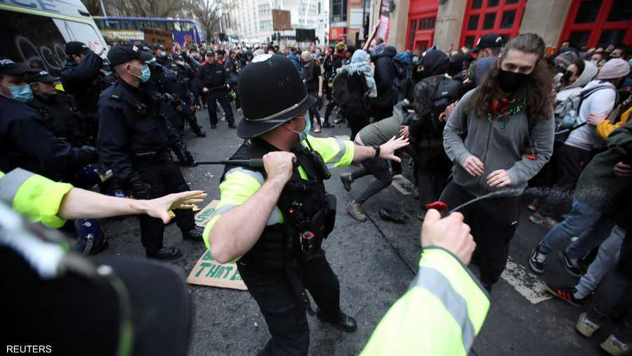 مواجهات بين الشرطة ومحتجين