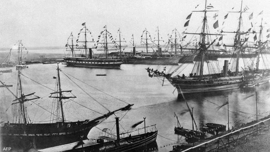 أسست هيئة قناة السويس في يوليو 1956، وهي التي تدير الممر المائي حتى اليوم.