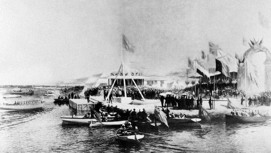 سيطرت فرنسا وإنجلترا على القناة حتى تأميمها عام 1956 بواسطة الزعيم المصري جمال عبد الناصر.