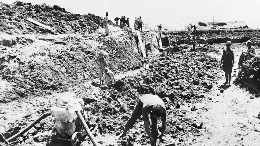 عمل ما يقرب من مليون ونصف مليون مصري في حفر القناة.