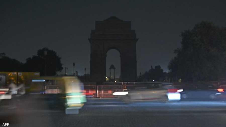 بوابة تاج محل في الهند بعد إطفاء الأضواء.