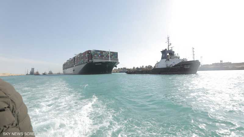 جنوح السفينة أربك حركة النقل التجاري