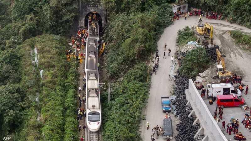 عشرات القتلى في حادث خروج قطار عن القضبان بتايوان