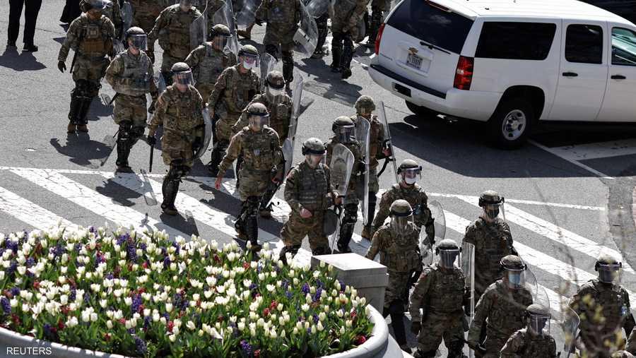 وأعلن الاستنفار ونشرت قوات الحرس الوطني