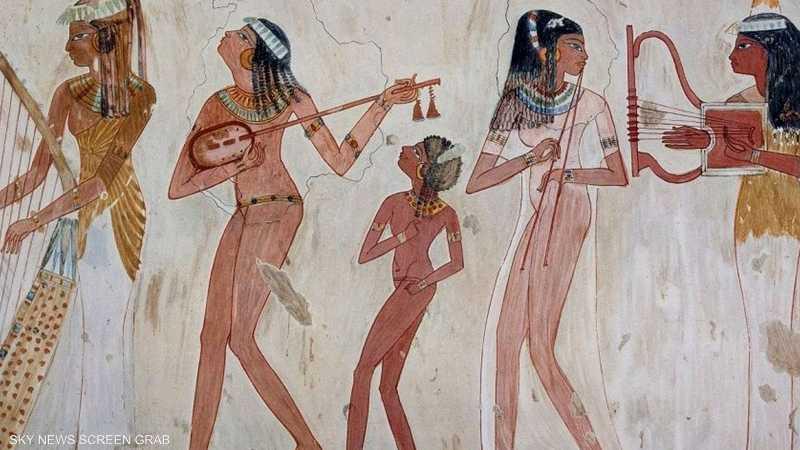 الجدارية الشهيرة للفتيات العازفات من مصر القديمة