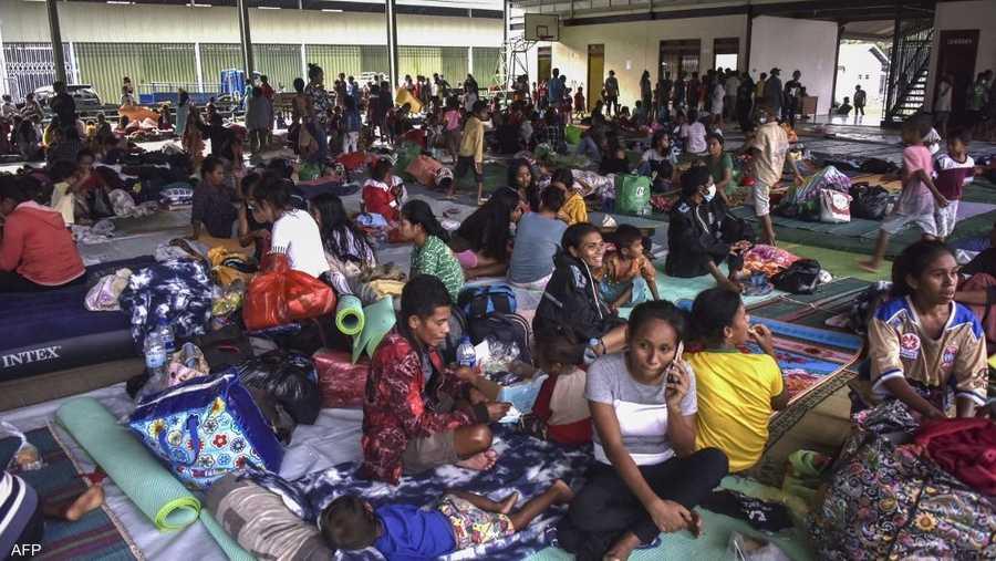 لجأ أكثر من عشرة آلاف شخص إلى مراكز إيواء