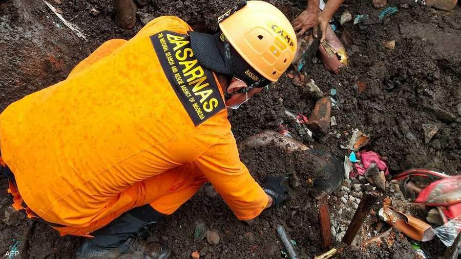 في إندونيسيا تبحث فرق الانقاذ عن أكثر من 70 شخصا مفقودين