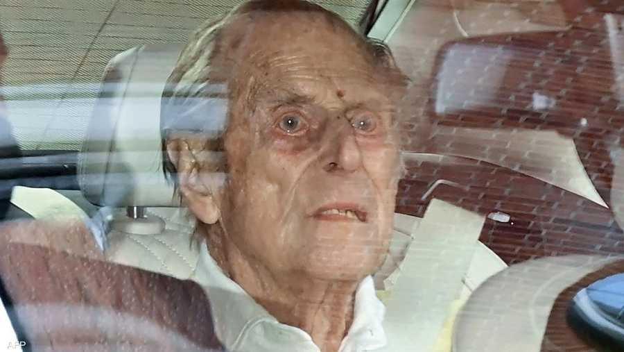 الأمير فيليب خلال خروجه من المستشفى الشهر الماضي.