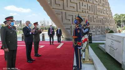 الرئيس التونسي يزور ضريحي جمال عبد الناصر وأنور السادات