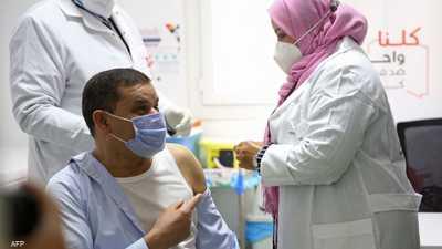 ليبيا تبدأ حملة تطعيم ضد كوفيد-19 بعد تأخير