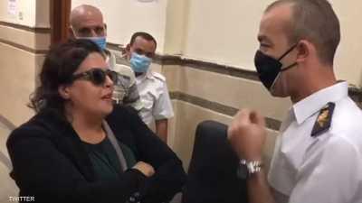"""بعد حصولها على البراءة.. تفاصيل قضية """"سيدة المحكمة"""" في مصر"""