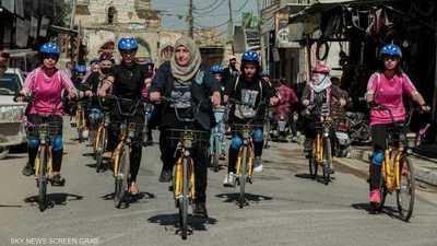 """""""المرأة الحديدية"""".. عراقية تقود نساء الموصل نحو التغيير"""