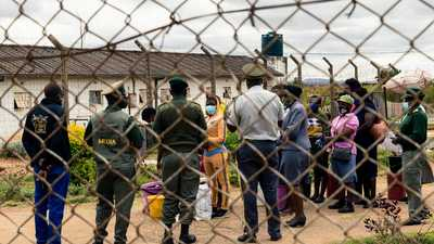بسبب كورونا.. دولة إفريقية تفرج عن 3000 سجين