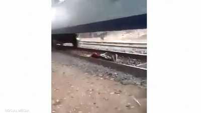 """مصر.. البحث جار عن شاب """"نام تحت القطار"""""""