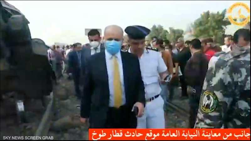 شاهد.. النيابة المصرية تعاين موقع القطار المنكوب