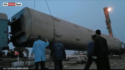 فيديو.. رافعة عملاقة لإزالة عربات قطار طوخ المتضررة