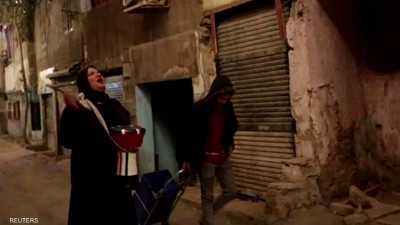 """مصر.. """"مسحراتية"""" تحيي ليالي رمضان بطبلة أخيها المتوفى"""