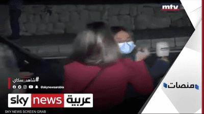 اعتداء متظاهرة على مراسلة لبنانية يشعل غضب الناشطين