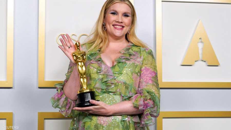 """ميرالد فينيل تحصل على جائزة أفضل سيناريو أصلي عن فيلم """"المرأة الشابة الواعدة"""""""