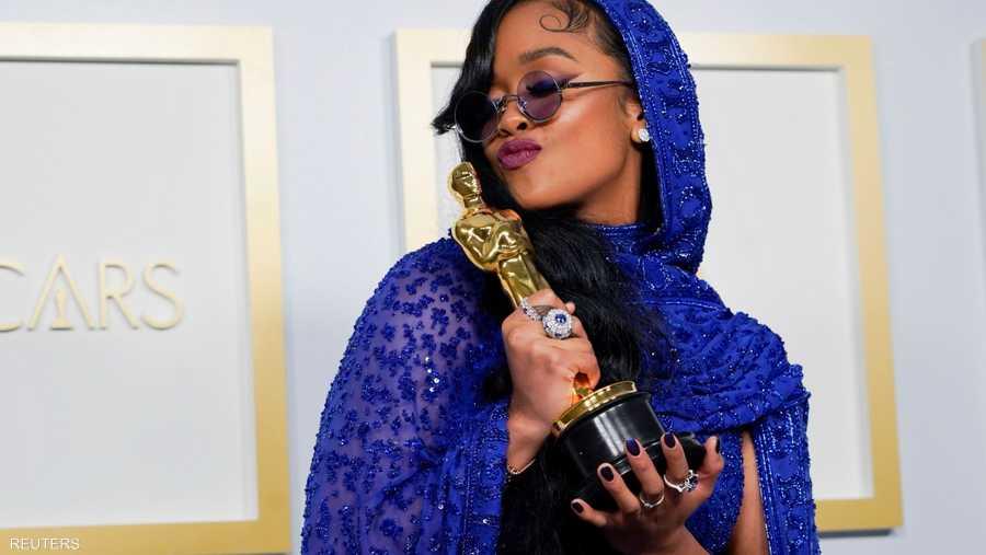 HER تفوز بجائزة أفضل أغنية أصلية من فيلمي هوذا والمسيح الأسود