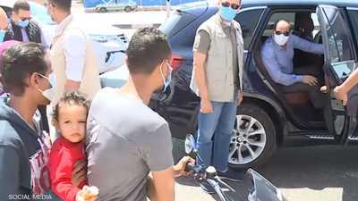 فيديو: السيسي يوقف عائلة على دراجة.. والكشف عن تفاصيل الحديث
