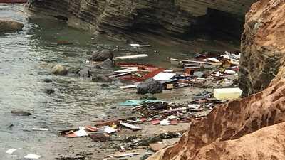 مأساة على شاطئ أميركي.. قتلى وجرحى وركام قارب