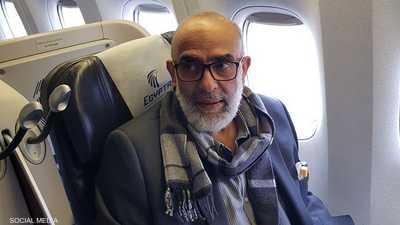 هرب قبل 25 عاما.. رجل الأعمال المصري أشرف السعد يعود لمنزله
