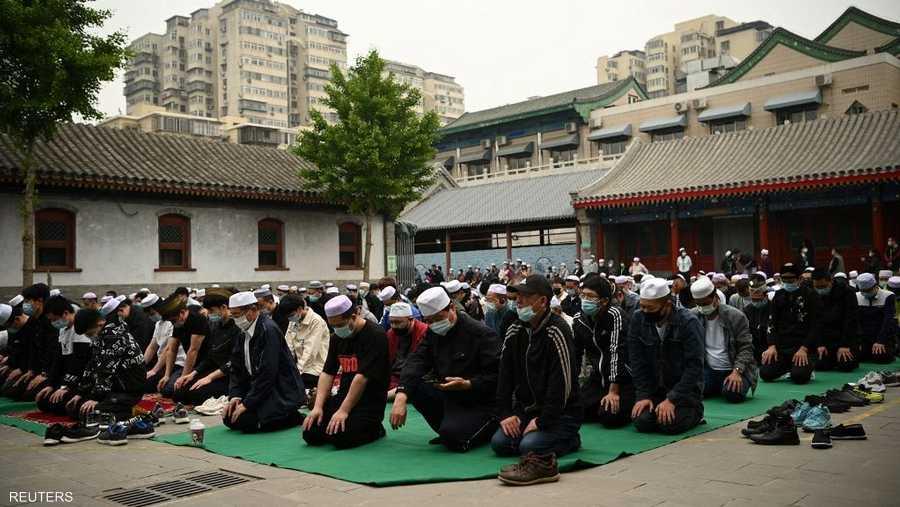 مسلمو الصين يصلون صلاة العيد