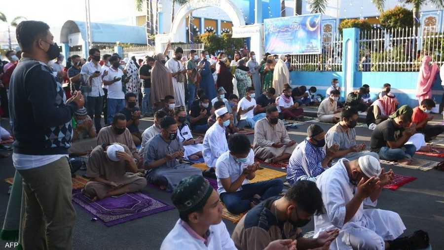 مسلمو الفلبين يؤدون صلاة العيد في مانيلا