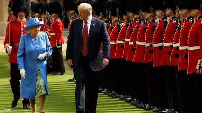"""سخرية وغضب ببريطانيا.. """"مطلوب"""" إزالة صورة للملكة بقبعة ترامب"""