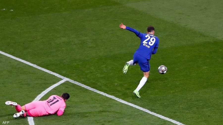 الألماني كا هافيرتس في طريقه لتسجيل هدف المباراة الوحيد