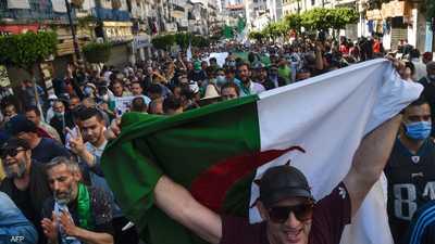 انتخابات الجزائر.. المترشحون يتنافسون على خطب ود الحراك