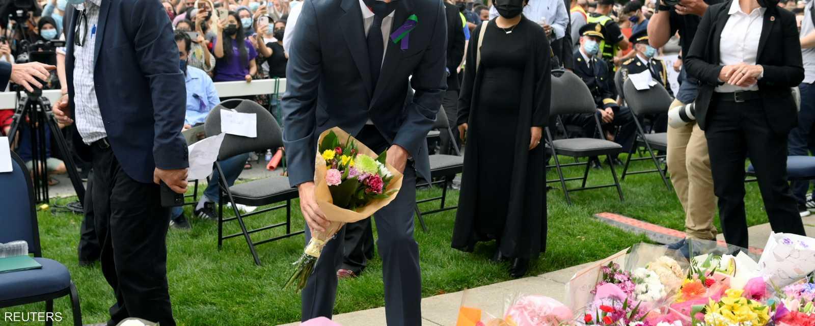 ترودو يضع الزهور أمام مسجد لندن