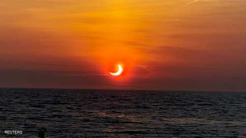 تابع سكان الأرض، الخميس، ظاهرة الكسوف الحلقي للشمس، بعدما وقع القمر في أبعد نقطة في مداره البيضاوي بين الأرض والشمس.