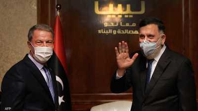 السراج يستقبل أكار في طرابلس خلال زيارة قبل نحو عام.