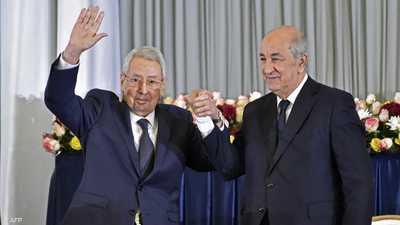 بن صالح (يسار) رفقة الرئيس تبون.