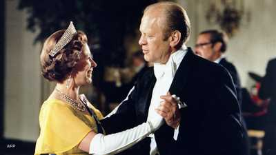 رقصة شهيرة وقبلة أشهر.. حكايات الملكة إليزابيث ورؤساء أميركا