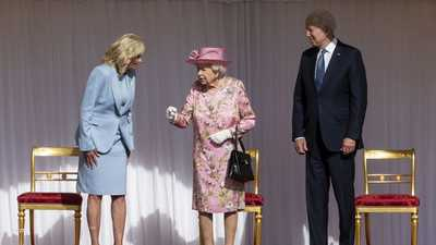 بايدن وزوجته رفقة ملكة بريطانيا