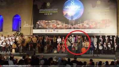 خلال مهرجان فني.. فيديو لسفير أجنبي يعزف أغنية مصرية شهيرة