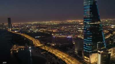 فيديو صادم في السعودية.. امرأة تطعن رجلا في الشارع