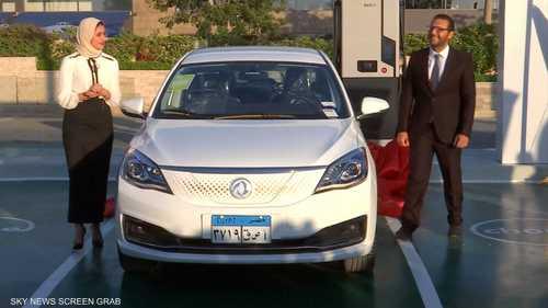 مصر تزيح الستار عن أول سيارة كهربائية