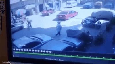 ارتطمت بمرآة سيارته دون قصد فدهسها وهرب.. جريمة بشعة في مصر