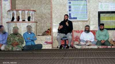 الجولاني مع عدد من الأكراد في لقاء عقد في سوريا