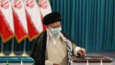 """فتح مراكز الاقتراع في إيران.. وخامنئي يناشد """"تعالوا وشاركوا"""""""